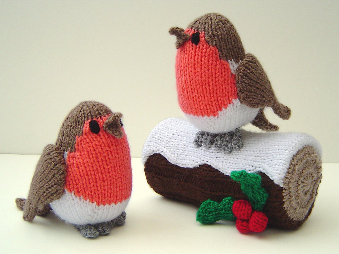 Knitted Robins and Yule Log